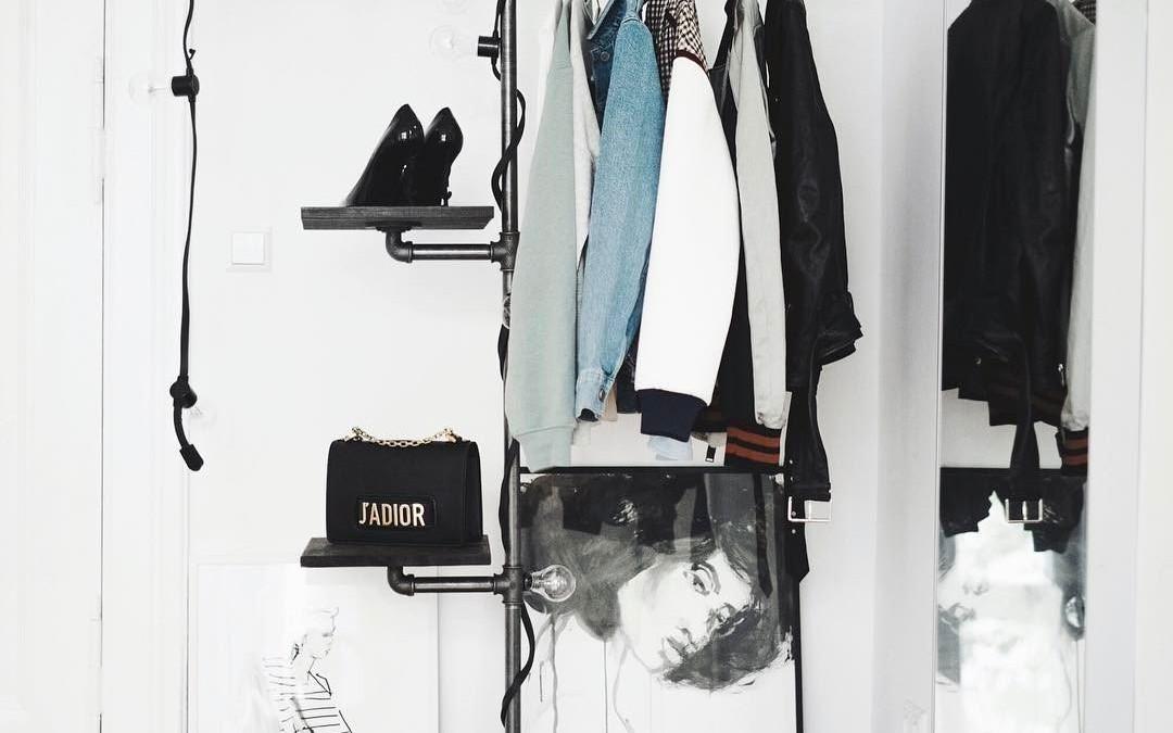 Bring Ordnung in den Schrank – dank Einkaufstüten Trick