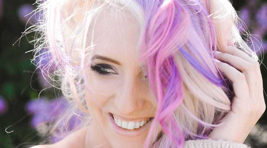 Farbe-satt-so-strahlen-deine-Haare
