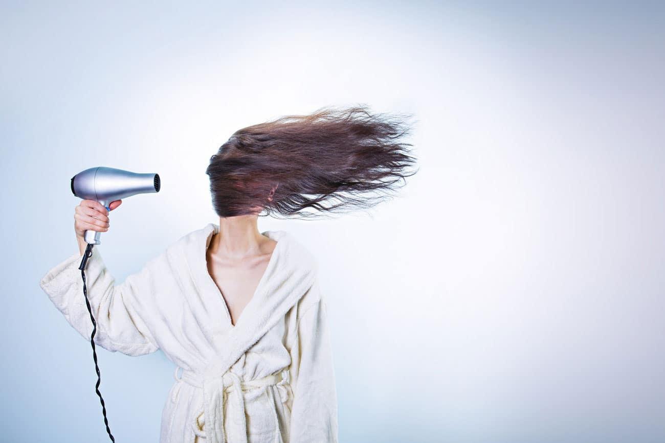 Haare-föhnen