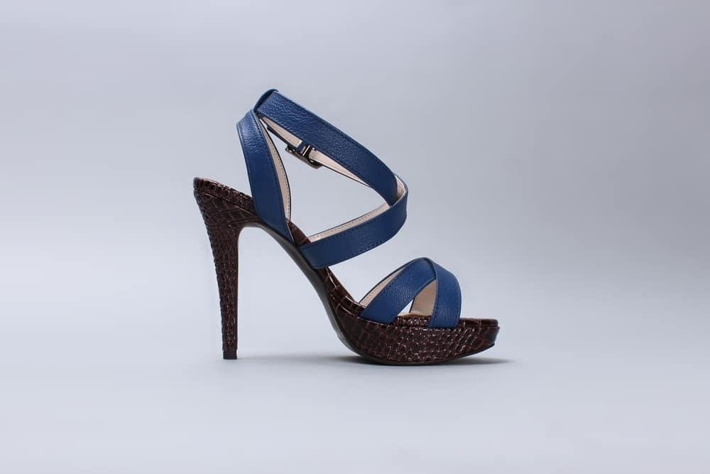 hohe-schuhe-heels-blau-braun