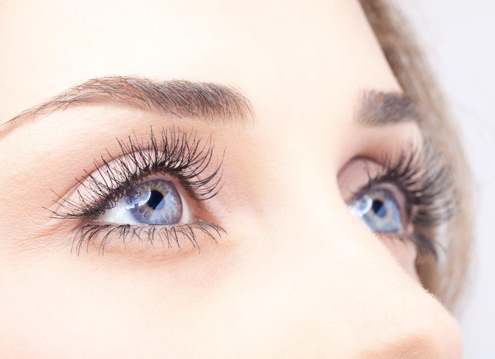Der perfekte Augenaufschlag: Tipps für strahlende Augen